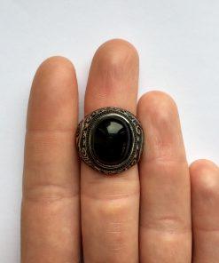 Ring met zwarte steen